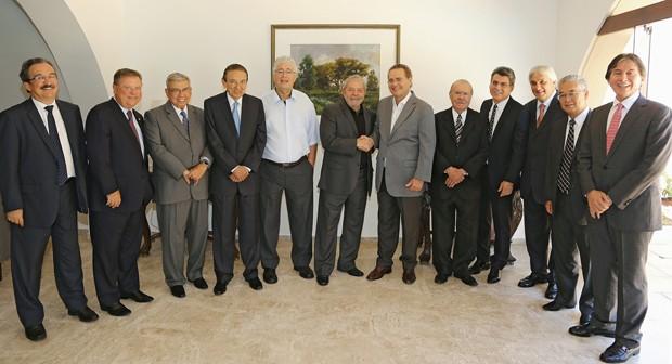 Ex-presidente Luiz Inácio Lula da Silva participa de café da manhã com senadores