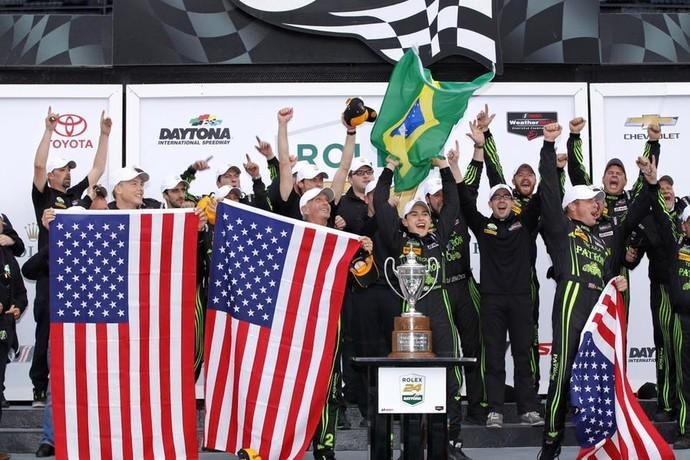 Pipo Derani comemora vitória nas 24 Horas de Daytona
