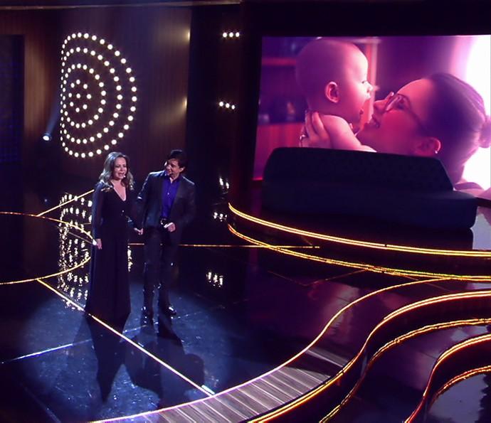 Noely e Xororó cantam, e telão exibe foto de Sandy com Theo (Foto: TV Globo)