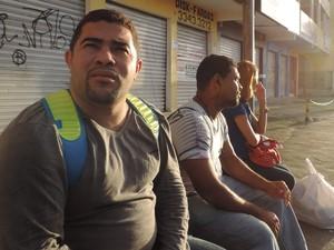 Mecanico Cleiton Mariano dormiu na casa de parentes para tentar driblar problemas da greve (Foto: Katherine Coutinho/G1)