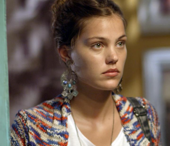 A loira fica assustada com a atitude do cara (Foto: TV Globo)