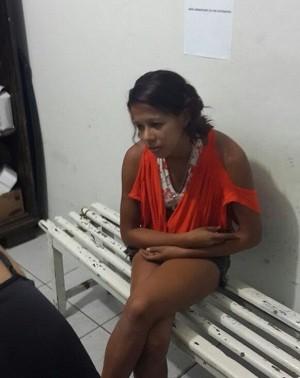 Mãe das crianças foi presa em flagrante por abandono de incapaz (Foto: Amauryvan Fagundes/Polícia Civil-AL)