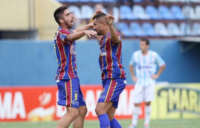 Rodrigo Pinho, gol do madureira (Foto: Úrsula Nery / Agência Ferj)