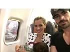 Adriana Sant'Anna mostra clique da primeira viagem de avião com o filho