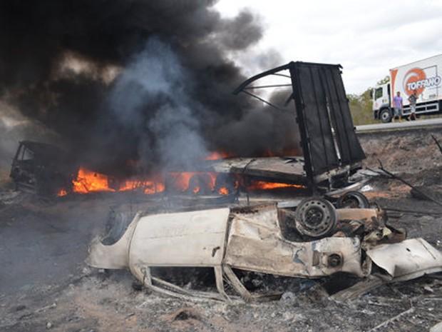 Acidente POções 5;bahia (Foto: Adelson Meira/Portal Poções)
