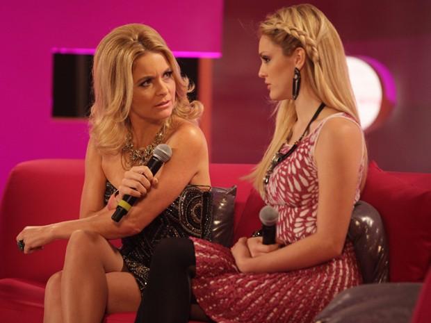 Mãe e filha não conseguem acreditar no que acabaram de ouvir (Foto: Pedro Curi/TV Globo)