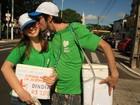 Casais comemoram Dia dos Namorados durante caminhada
