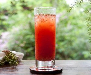 Drinque de vodca de baunilha com morangos e limoncello