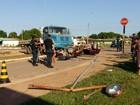 Batida com caminhão destrói carro e deixa dois gravemente feridos em RR