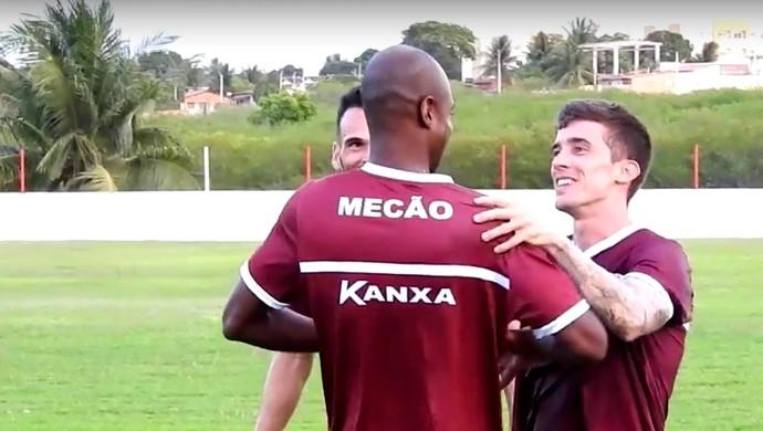 América-RN - Paulão reencontra os amigos Michel Benhami e Michel Cury no América-RN (Foto: Reprodução/TV Mecão)