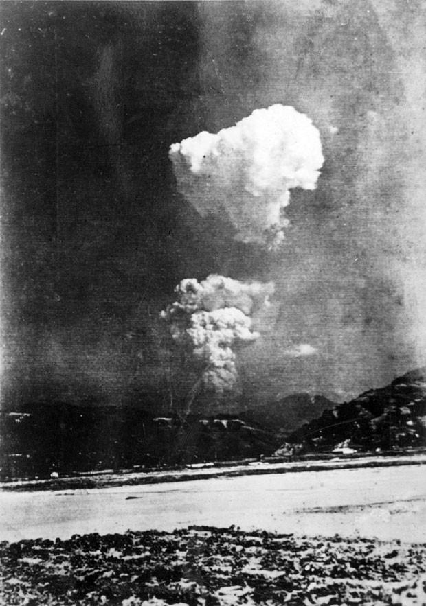 Imagem rara do cogumelo atômico de Hiroshima foi encontrado em arquivo de escola da cidade (Foto: AFP/Escola Honkawa)