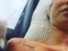 Luana Piovani tatua o nome dos filhos gêmeos no ombro direito