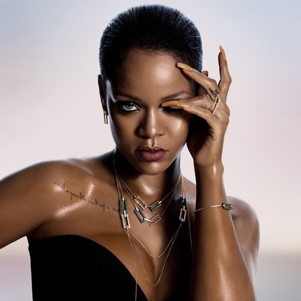 #RihannaLovesChopard (Foto: Divulgação)