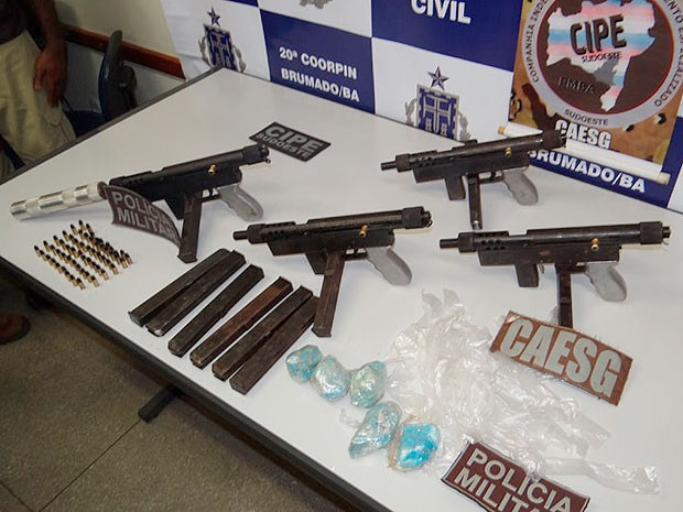 Apreensão de metralhadora em Brumado, na Bahia (Foto: Wilker Porto/ site Brumado Agora)