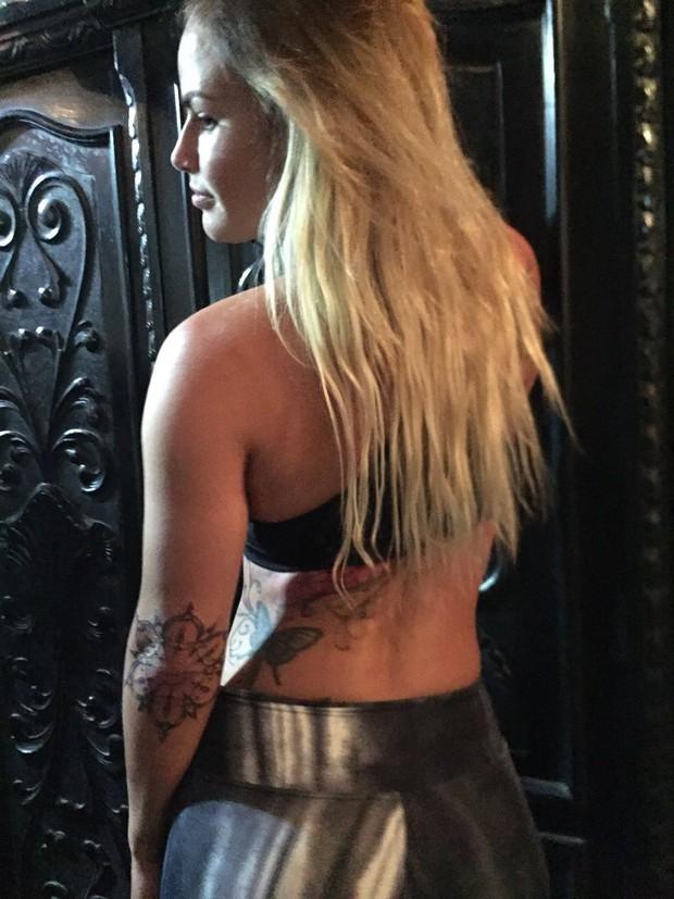 Natalia Casassola mostra novas tatuagens (Foto: Arquivo Pessoal)