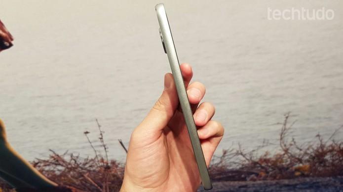 Moto Z Play tem bateria de 3510 mAh com duração de até 50 horas (Foto: Thassius Veloso/TechTudo)