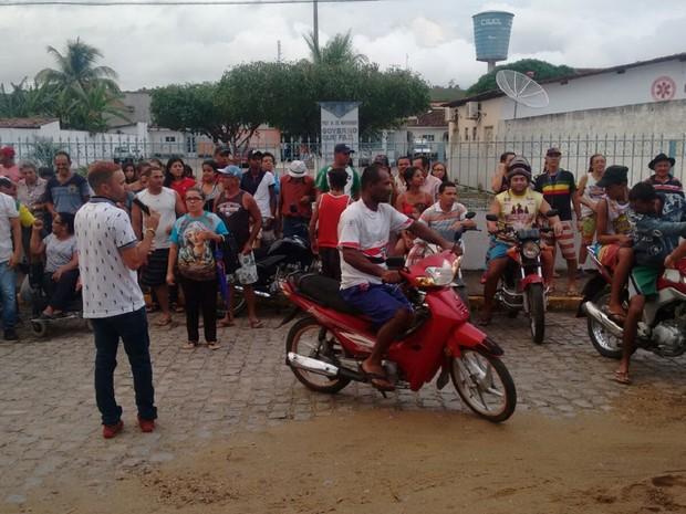Maniestação exige melhoria no serviço de saúde da cidade (Foto: Arquivo pessoal / Alexsandro dos Santos)