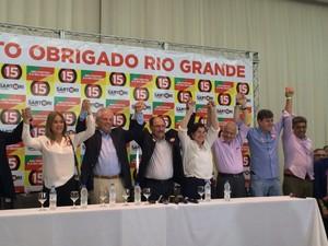 Governador eleito pelo PDMB, Sartori comemora junto com coligação a vitória no segundo turno (Foto: Diego Guichard/G1)