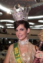 Com vestido de R$ 30 mil, modelo transex vence concurso de beleza