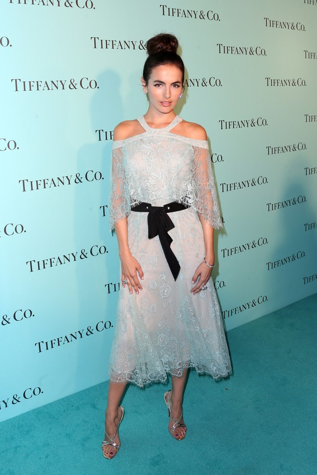 Camilla Belle em evento em Los Angeles, nos Estados Unidos (Foto: Frederick M. Brown/ Getty Images/ AFP)