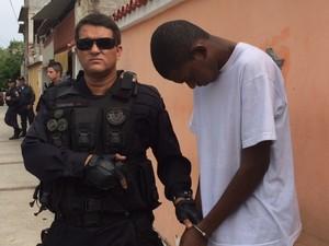 Ronald dos Santos, um dos presos, suspeitos de atiram contra PMs no Morro da Congonha, no Rio (Foto: Mariucha Machado/G1)