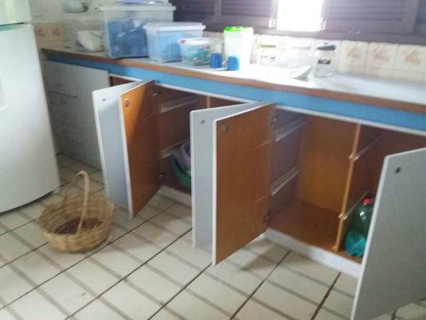 Criminosos levaram toda a comida da escola, que fica em Macaíba (Foto: Sueli Melo)