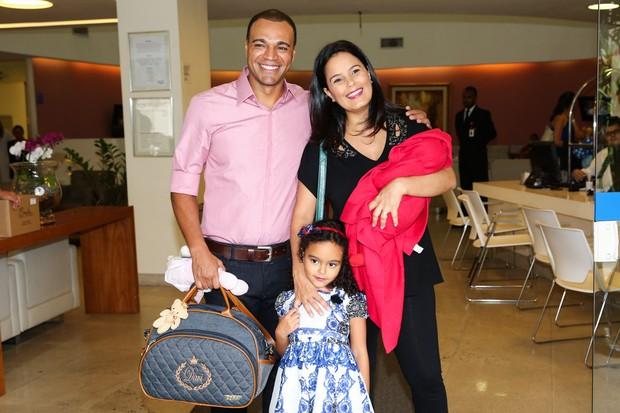 Denilson, Luciele di Camargo e o filho (Foto: Manuela Scarpa / Foto Rio News)