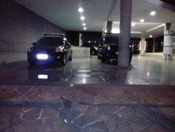 Garagem da Superintendência da Polícia Federal, em Porto Alegre (Foto: Josmar Leite/RBS TV)