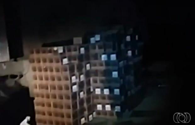 Polícia encontrou carga avaliada em mais de R$ 1 milhão em galpão (Foto: Reprodução/TV Anhanguera)