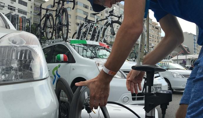 Calibragem dos pneus pode chegar a 120lbs. Na Rio, equipes optaram entre 90 e 100 (Foto: Cleber Akamine)