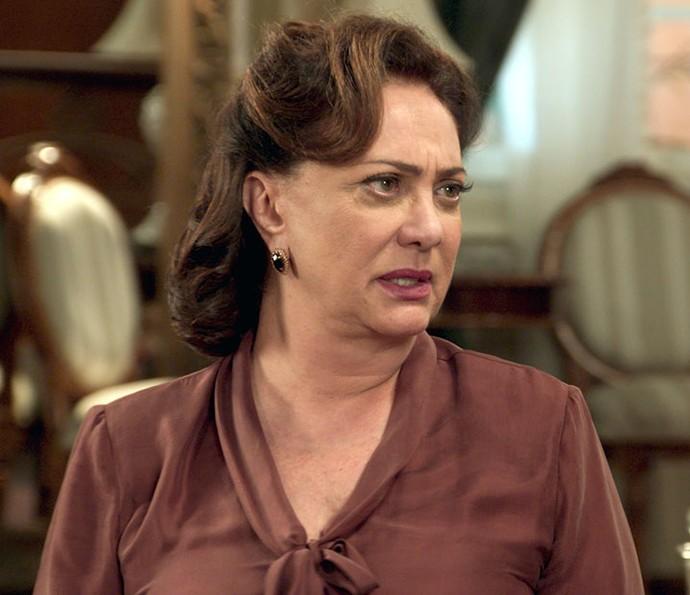 Anastácia coloca Sandra em saia justa (Foto: TV Globo)