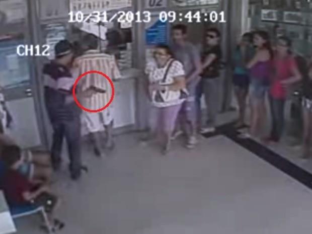 Câmeras flagram assalto em lotérica de Alto Santo (Foto: Alto Santo é Notícia/Reprodução)