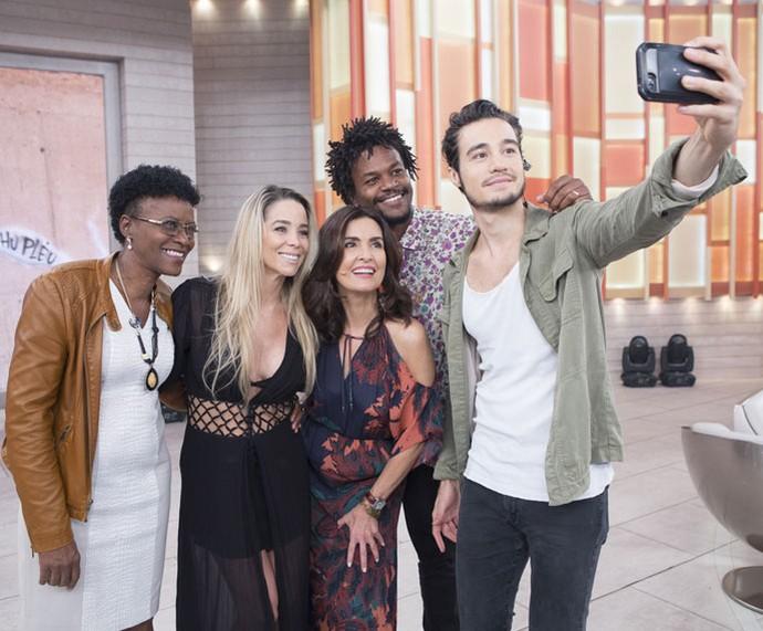 Olha a selfie! (Foto: Fábio Rocha/Gshow)