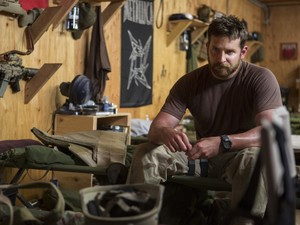 Bradley Cooper em 'Sniper americano' (Foto: Divulgação)