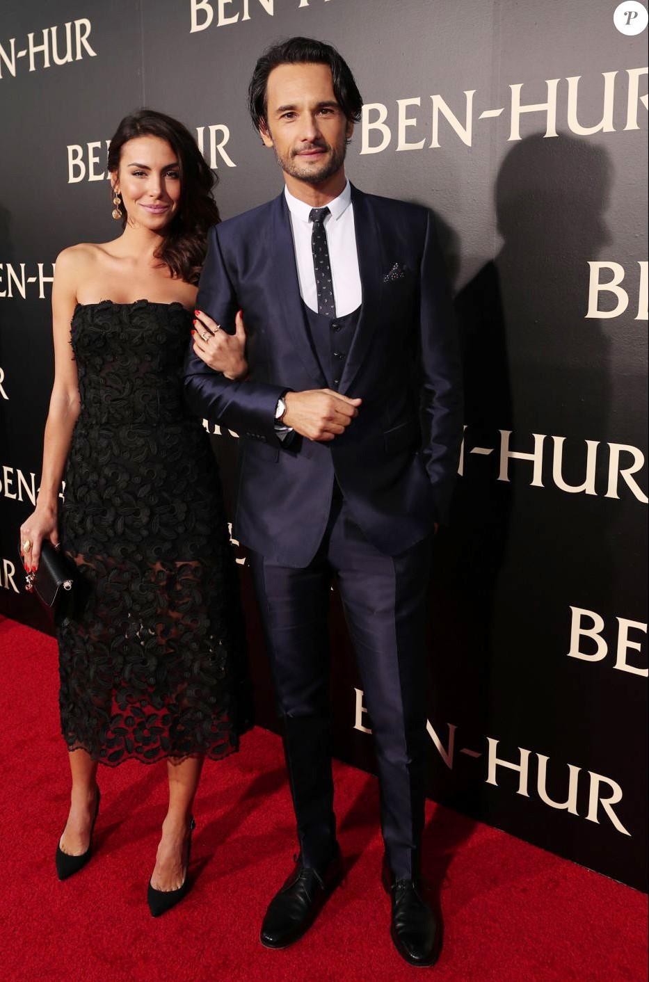 Rodrigo Santoro e Mel Fronckowiak vestem Dolce&Gabbana (Foto: Reprodução)