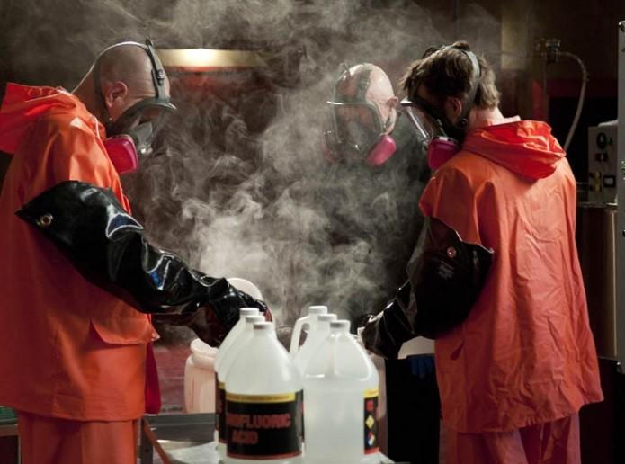 Cena de 'Breaking Bad': acido é usado para dissolver cadáver
