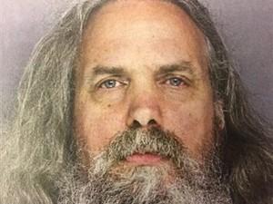 Homem que vivia com 12 meninas é preso por agressão sexual nos EUA