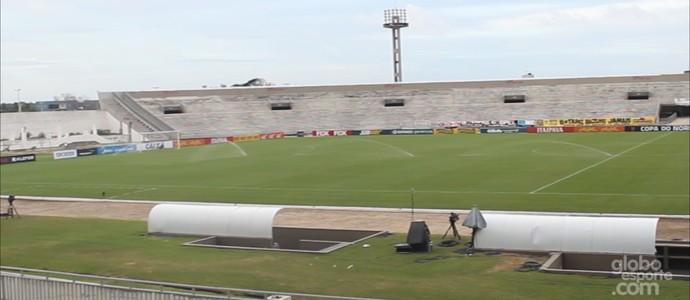 Interior do Estádio Almeidão, em João Pessoa (Foto: Reprodução / TV Cabo Branco)