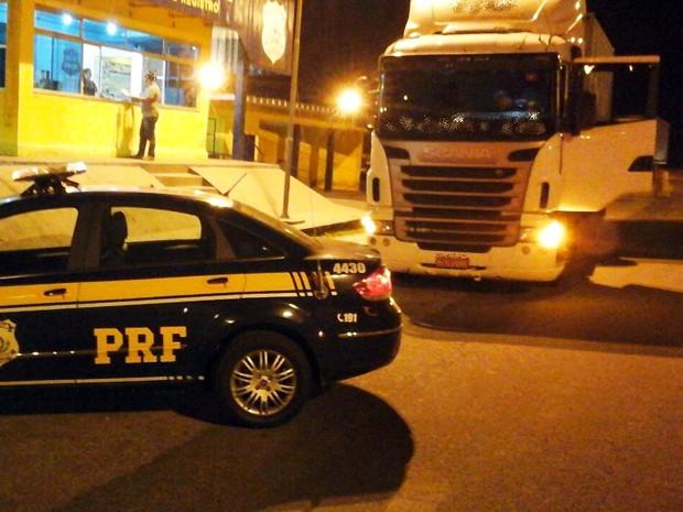 PRF apreendeu veículo que 'burlou' pedágio em rodovia mais de 400 vezes (Foto: Divulgação/PRF)