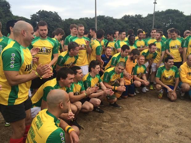 Australianos do fanatics prontos para jogo em Porto Alegre (Foto: Rafaella Fraga/G1)