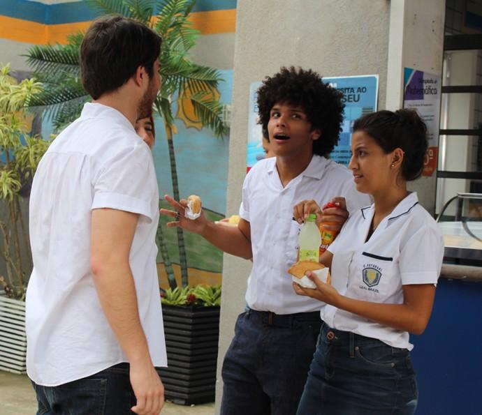 Paulo Hebrom estava contando algo muito animado! (Foto: Maria Eduarda Freitas/Gshow)