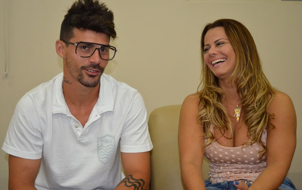O jogador Radamés e a modelo Viviane Araújo. (Foto: Lucas Soares / Globoesporte.com)