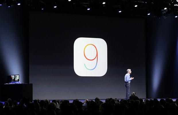 iOS 9, novo sistema operacional de iPhones e iPads, é apresentado pela Apple pelo vice-presidente de Software e Engenharia, Craig Federighi. (Foto: Divulgação/Apple)