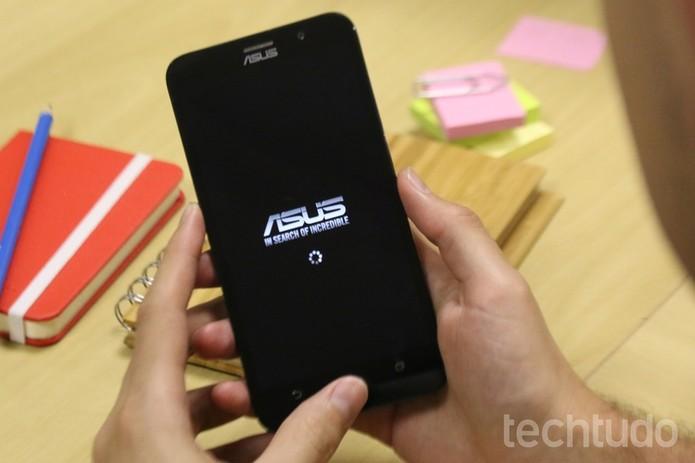 Zenfone 2 oferece tela Full HD (Foto: Lucas Mendes/TechTudo)