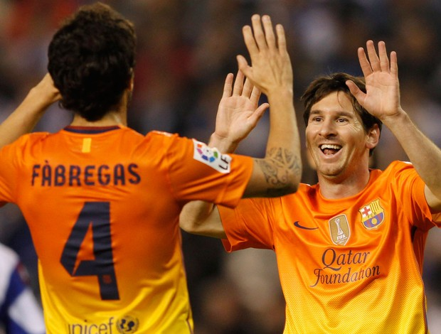 Messi e Fabregas gol Barcelona (Foto: Reuters)