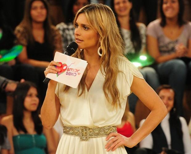 Fernanda também com o cabelo solto e levemente ondulado (Foto: gshow)