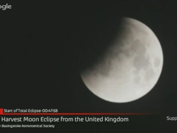 Eclipse, visto do Reino Unido, foi transmitido ao vivo pela internet  (Foto: Reprodução/Youtube/Slooh)