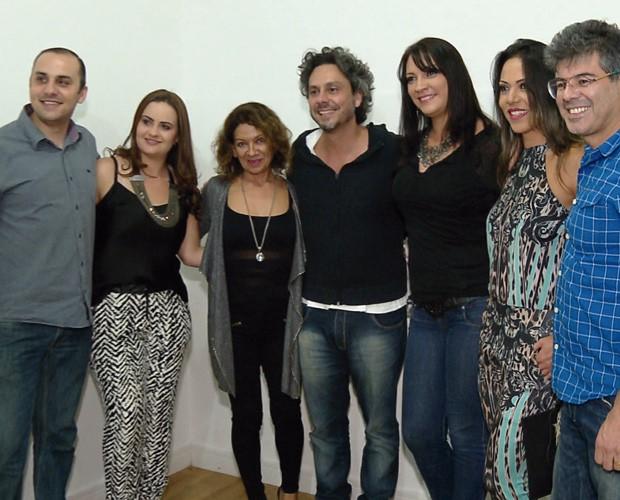 Enquanto a banda se preparava para o show, o curitibano atendia os fãs no camarim (Foto:  Reprodução/RPC)