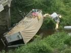 Carreta despenca de ponte na BR-116 Sul e motorista morre na Bahia