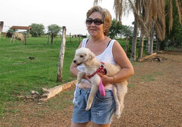 Marilda Ura e a cachorrinha, Laila (Foto: Reprodução/Facebook)